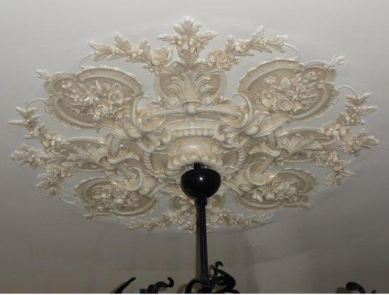 Ornament 4: Lodewijk 16e. Holland rond 1880. Neostijl medaillonrozet