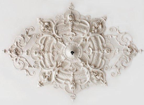 Ornament 49: Hollandse neobarok. 1870. Silberling.  Rond magnoliarozet geapplikeerd